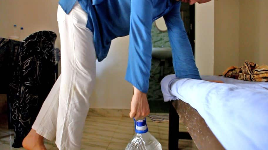 Multifunctional 5L water bottle - easy exercise for arms, shoulders and upper back muscles.