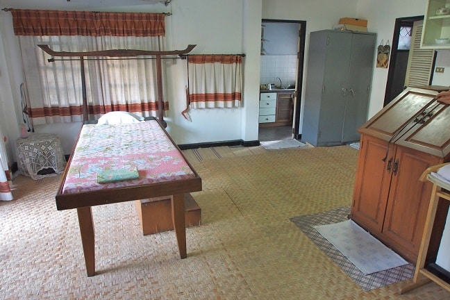 Ozone cabin and bed for massage or shirodhara in Chiang Mai Ayurvedic Cener