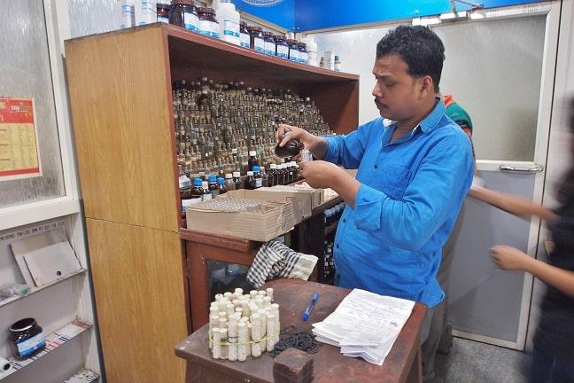 Prasanta Banerji homeopathic research foundation-preparing homeopathic ampuls